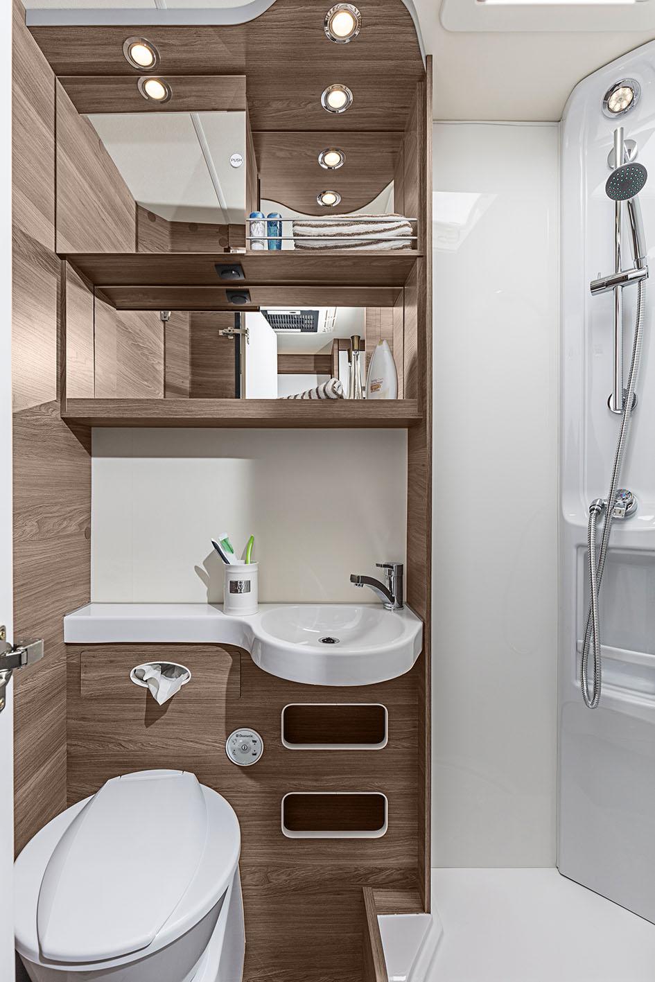 knaus wohnmobil mieten teilintegriert oder alkoven in g ttingen. Black Bedroom Furniture Sets. Home Design Ideas