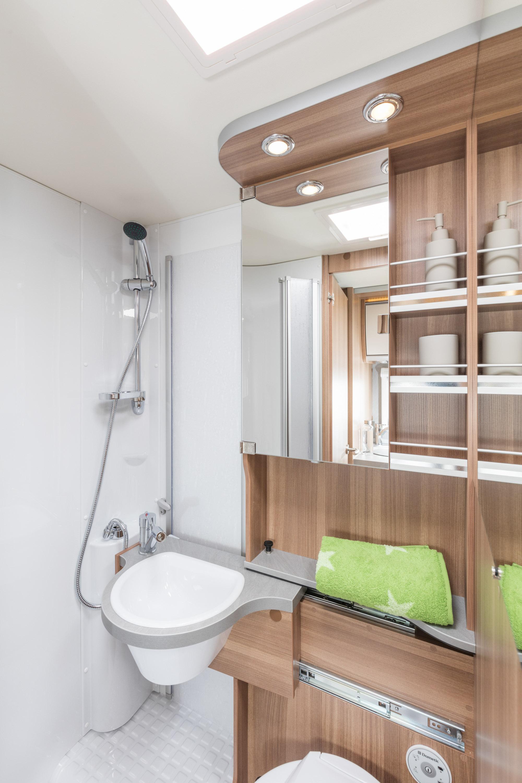 wohnmobil f r 2 personen g ttingen wendiges reisemobil f r zwei. Black Bedroom Furniture Sets. Home Design Ideas
