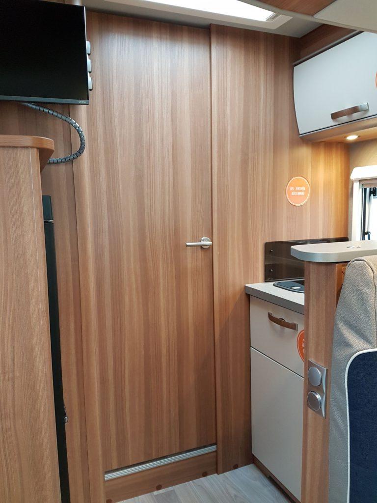 CaraSuite 700 ME, Wohnraum mit Küchenzeile